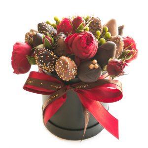Шляпная коробка: черная с красными розами BlackBox