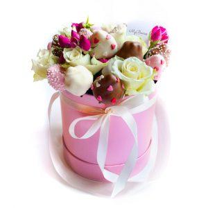 Шляпная коробка: розовая с розочками