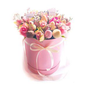 Шляпная коробка: розовая, с розами