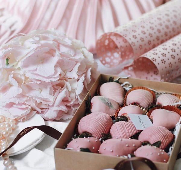 Набор клубники в шоколаде: розовая эйфория