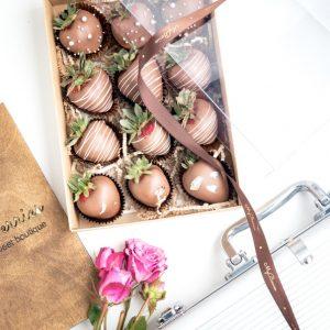 Набор клубники в шоколаде: Молочная эйфория