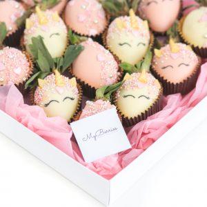 Набор клубники в шоколаде: единороги
