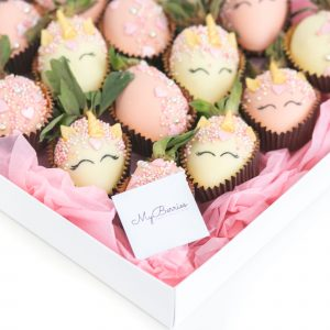 Набор клубники в шоколаде: Единорожки