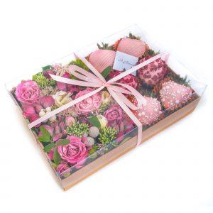 Набор клубники в шоколаде с цветами: Merci