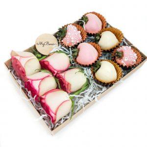 Набор клубники в шоколаде с цветами: Present